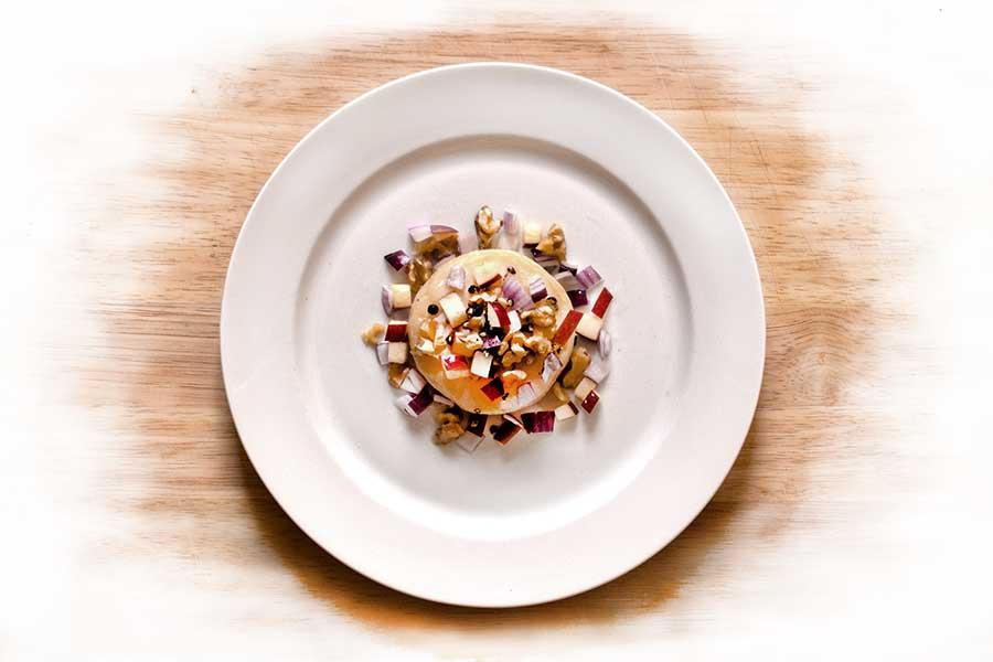 Odenwälder Frühstückskäae– das ist ein Handkäse– mit Apfelmusik