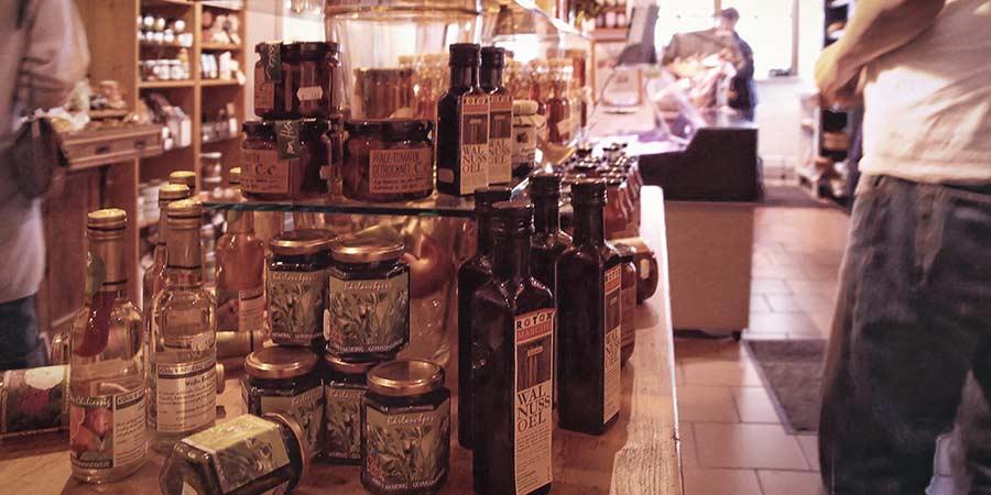 Lebensmittel kleiner Manufakturen im Hoflädchen Ochsenschläger in Biblis-Wattenheim