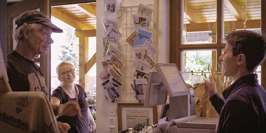 Verkaufsgespräch im Hoflädchen Ochsenschläger in Biblis-Wattenheim