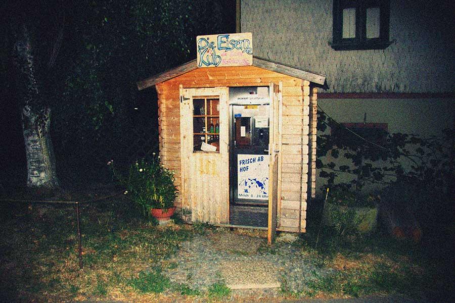 Die Eiserner Kuh, der Rohmilch-Automat in Fischbachtal-Meßbch