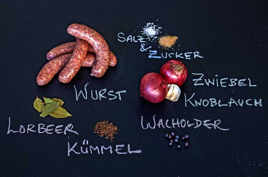 Zutaten für den Beckenrand Hotdog aus dem Odenwald mit Kochkäse und verschiedenen Toppings