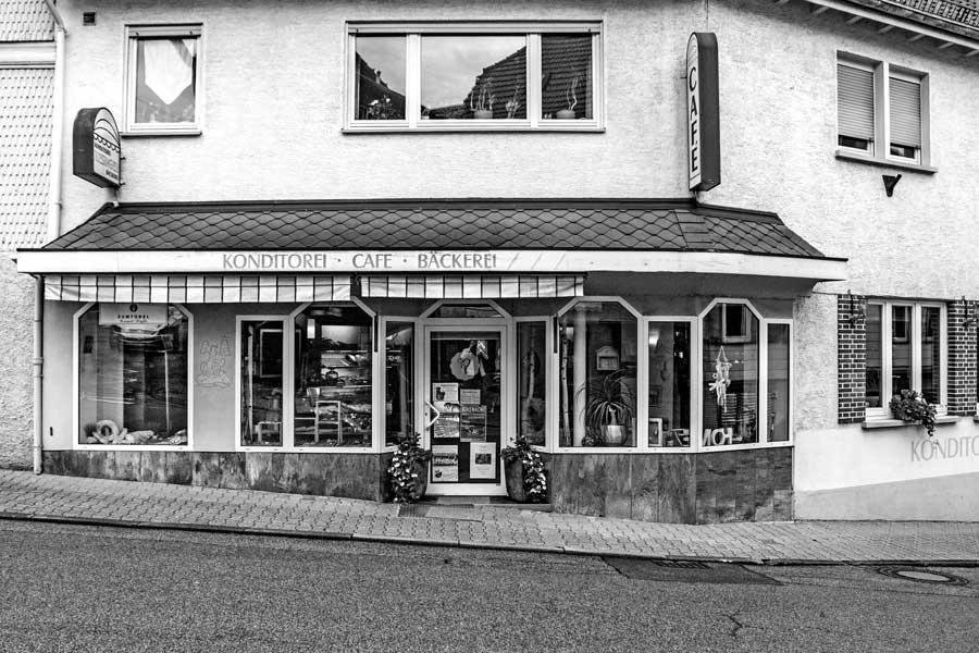 Die Außenansicht von Bäckerei, Konditorei und Café Riesinger in Beerfelden / Odenwald