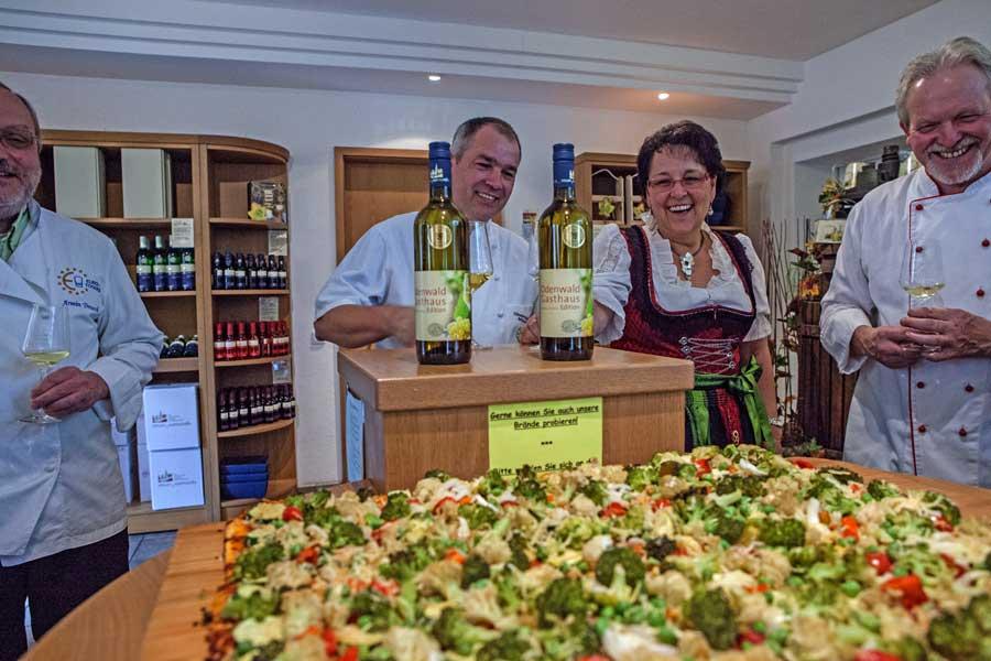 Pizza mit Gemüse von unserem und der Odenwald gasthaus Wein