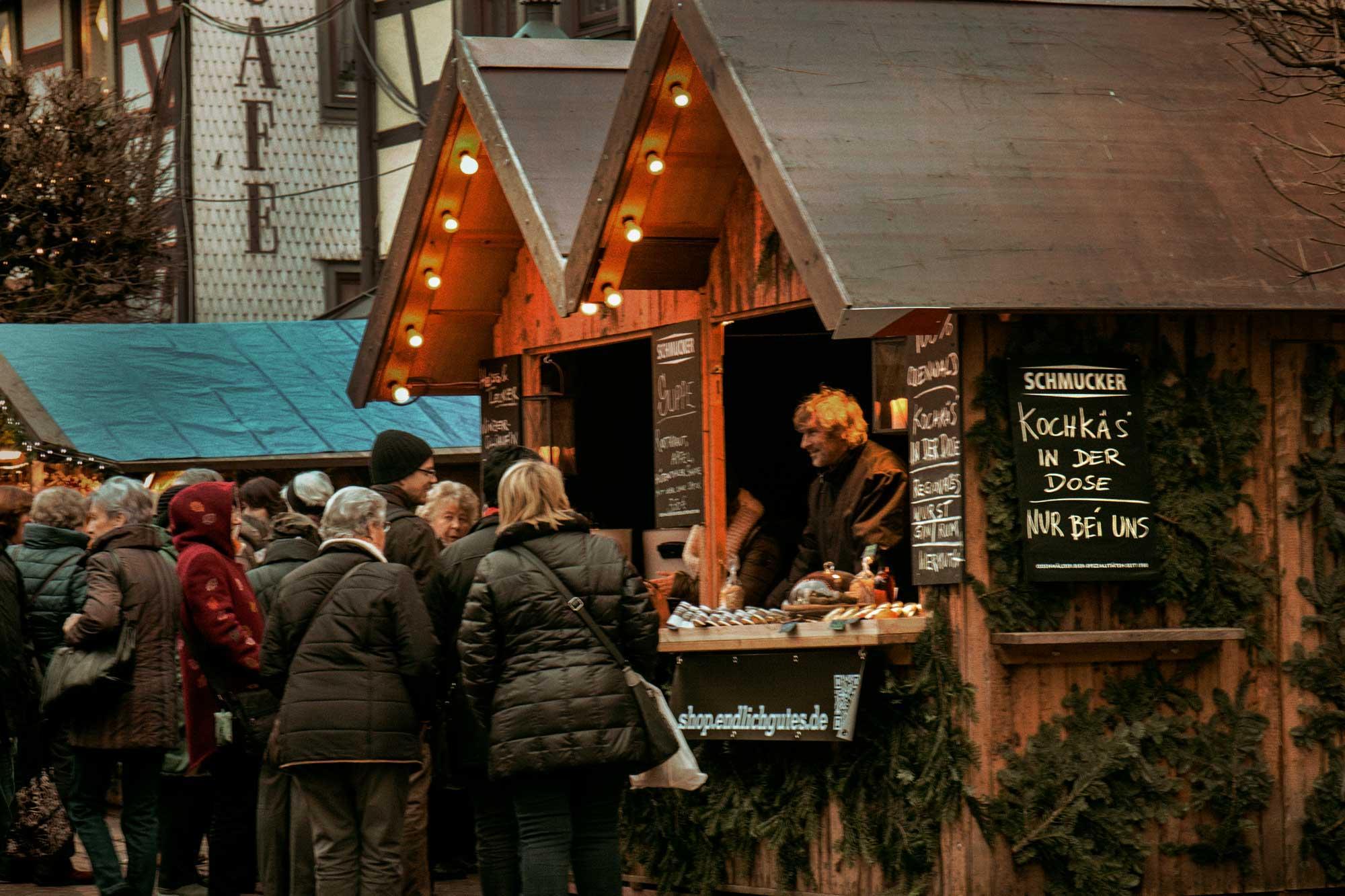 Weihnachtsmarkt in Michelstadt mit Odenwälder Kochkäserei aus der Dose