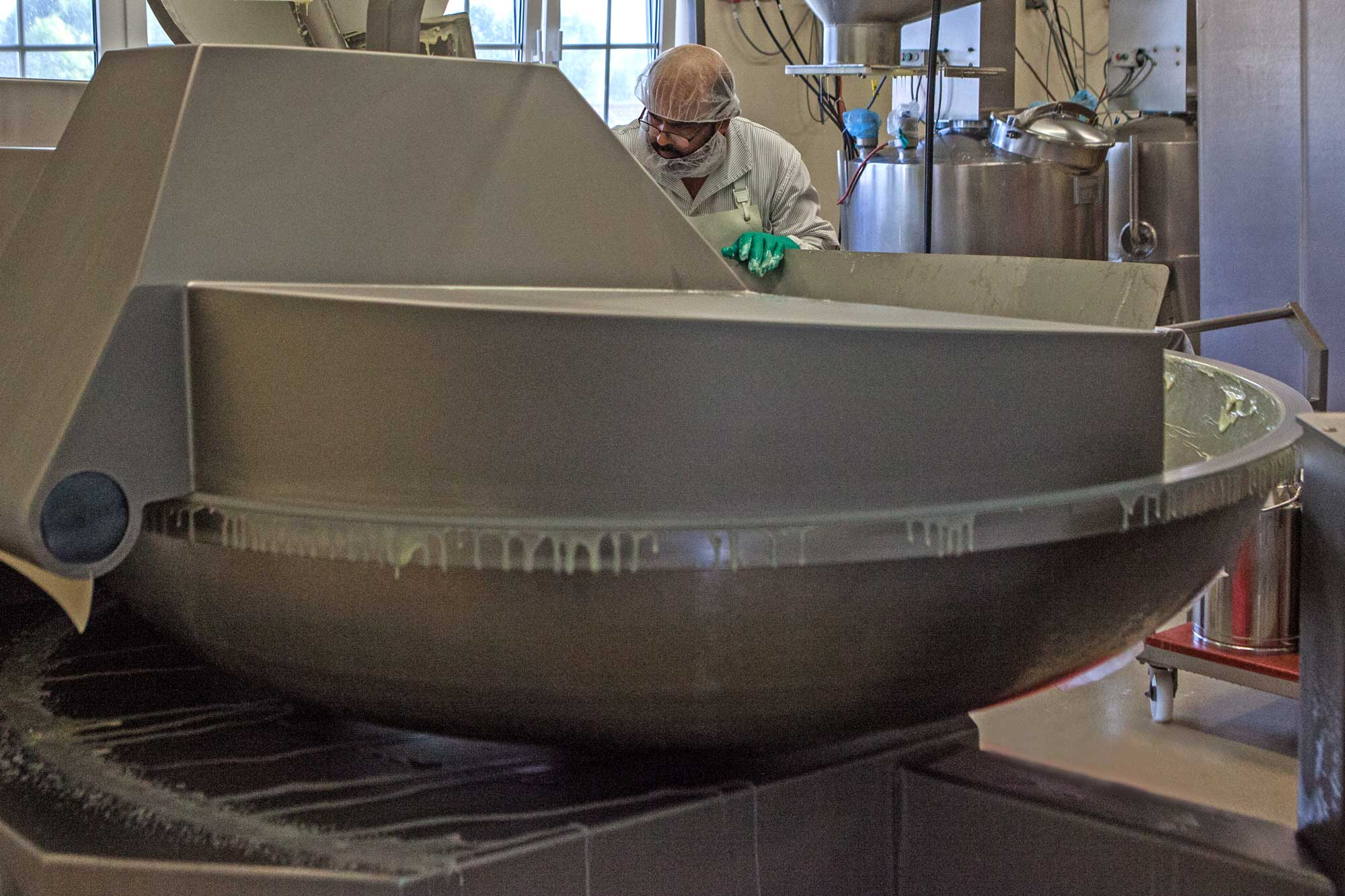 Eine Dose Odenwälder Kochkäs' – die Odenwälder Kochkäserei ist Teil der regionalen Wertschöpfungskette bei Herstellung und Vertrieb