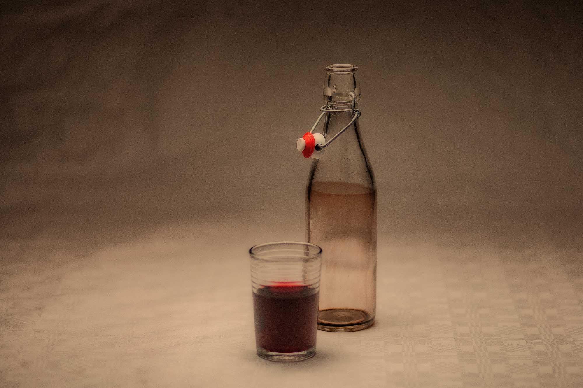 Walnusswein, vin de noix, vino alle noci