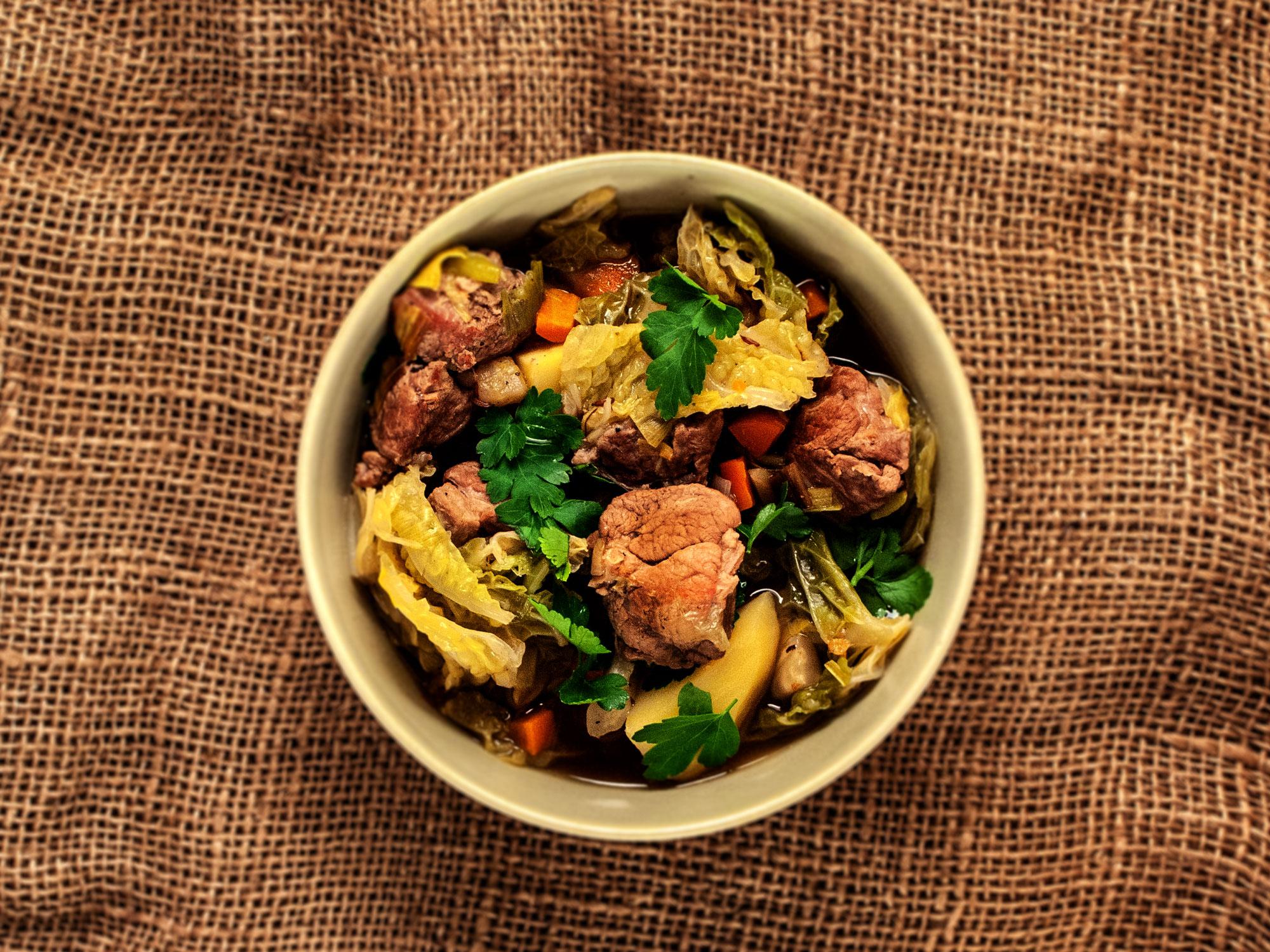 Odenwälder Stew mit Wirsing, Lamm und Kartoffeln