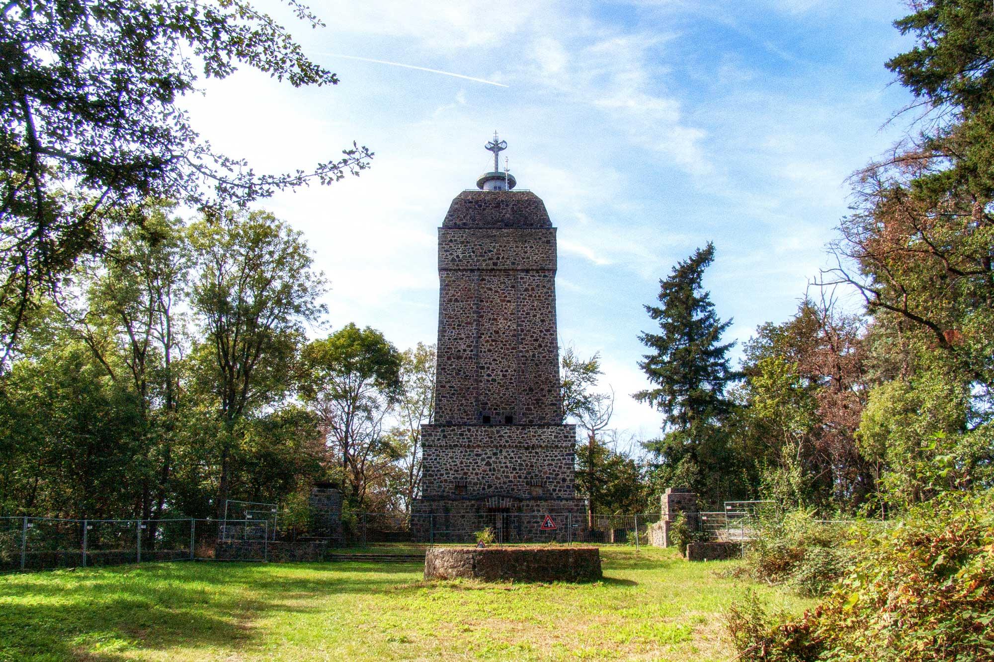 Darmstadt: Sieben-Hügel-Steig, Bismarckturm auf dem Dommerberg