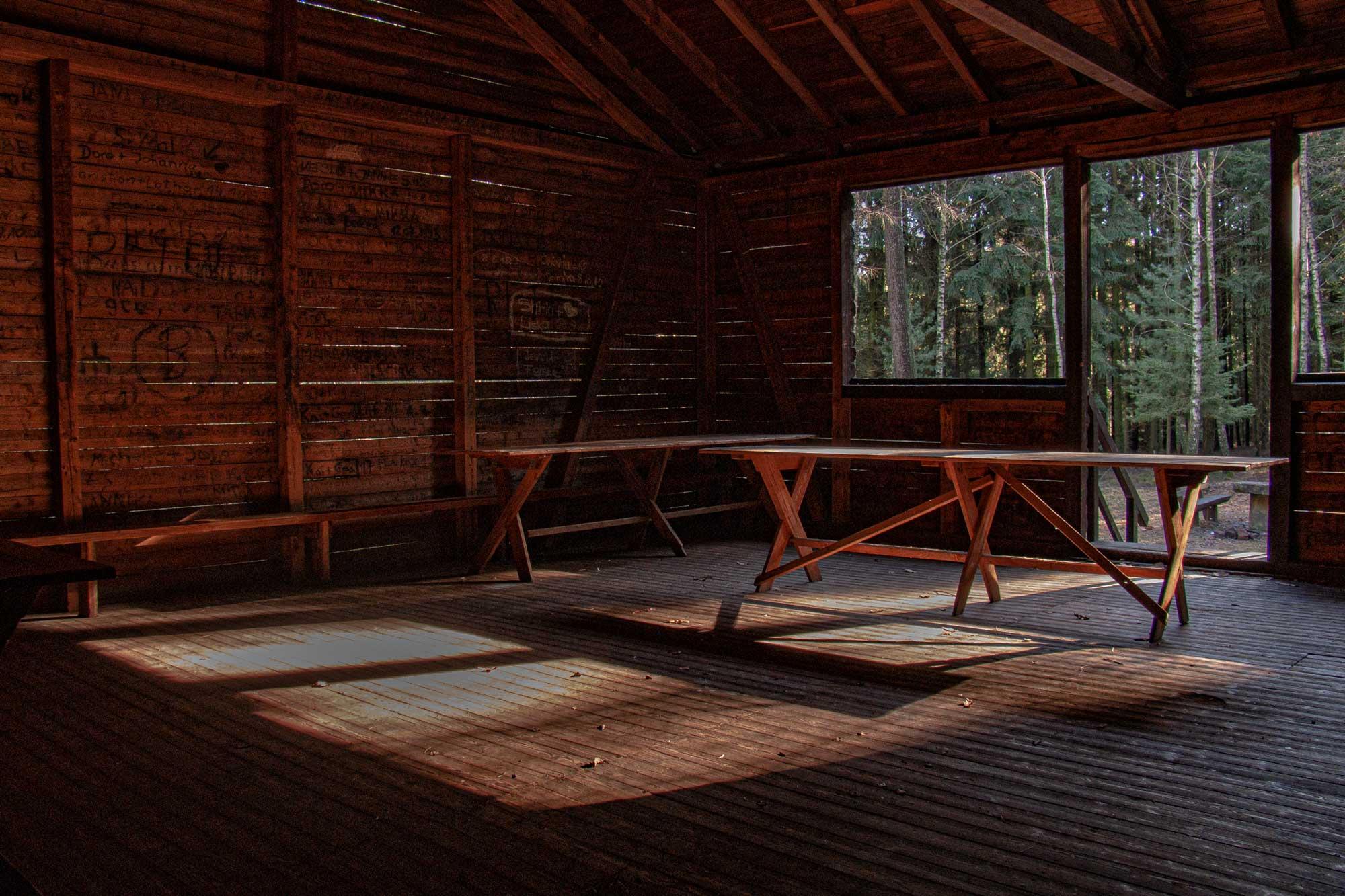 Die Ihrig-Hütte im Februar am Lärmfeuer