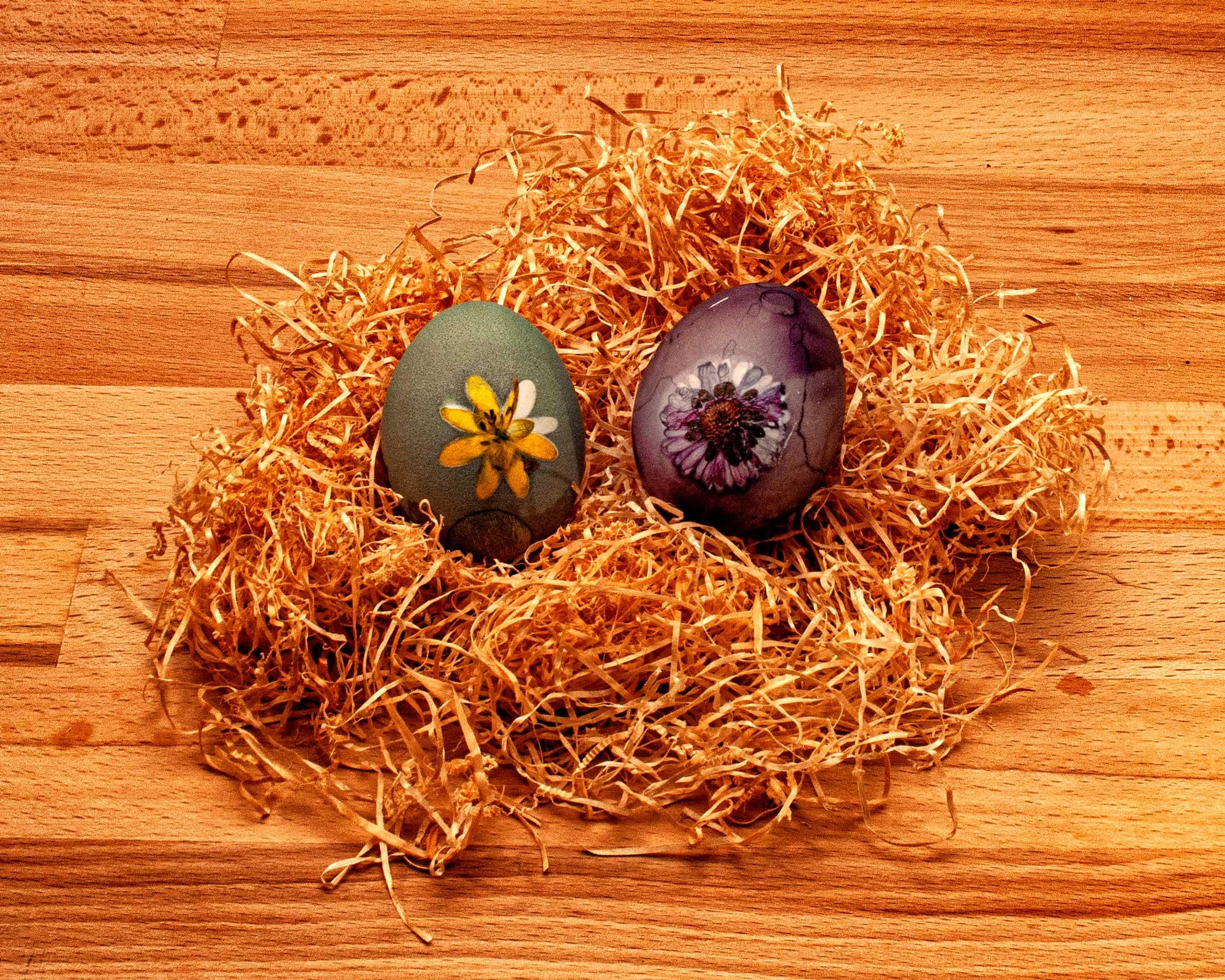 Ostereier Naturfarben aus Spinat und Heidelbeeren