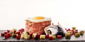 Labskaus mit Hering, Rote Beete, Gurke und Ei